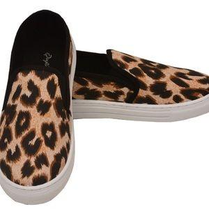 Ladies leopard shoes